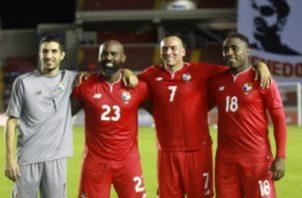Jaime Penedo (izq.) Felipe Baloy junto a Blas Pérez y Luis Tejada durante su despedida de la selección de Panamá. Foto Anayansi Gamez