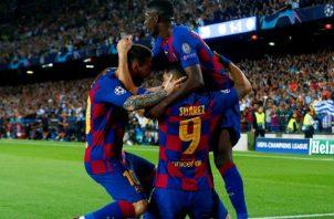 Jugadores del Barcelona festejan.