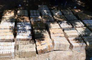 Los sacos con droga habían sido escondidos dentro de un camión para despistar a las autoridades. Foto: Panamá América.