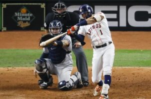 Carlos Correa, de los Astros, pegó un jonrón en la undécima entrada ante los Yanquis. AP