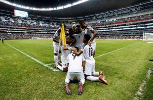 Jugadores de Panamá celebran su gol. Foto EFE
