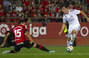 El Real Madrid jugó los últimos 15 minutos con un hombre menos tras la expulsión de Alvaro Odriozola (derecha). Foto AP
