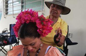 La muerte de su hijo fortaleció su compromiso con el folclor chorrerano, afirma Candelaria Carrasco. Foto Miriam Lasso