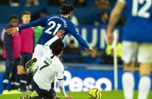 Se estima que André Gomes (21) se perderá toda la temporada. Foto EFE