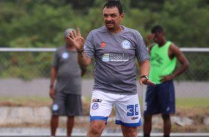 Richard Parra regresó a Colombia tras dirigir cinco fechas al Universitario. Cortesía.