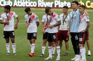 Los jugadores de River tristes tras perder la final. Foto AP