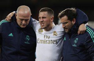 Eden Hazard salió lesionado del partido ante el PSG. Foto EFE