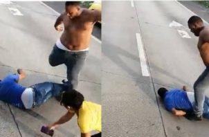 Momentos en que el taxista golpeaba a Fuentes, que se hallaba inconsciente y tirado en el piso. Archivo
