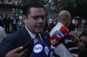 Así como presentó las reformas constitucionales a los diputados, el vicepresidente José Gabriel Carrizo solicitará su retiro en los próximos días. Foto: Víctor Arosemena
