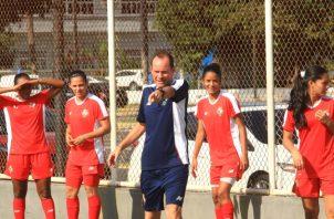 El equipo femenino es dirigido por Kenneth Zseremeta. Foto:Anayansi Gamez