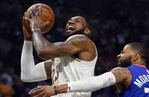 LeBron James de los Lakers. Foto: AP