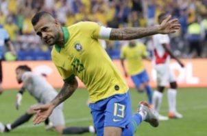 Dani Alves es el actual capitán de la selección brasileña. Foto AP