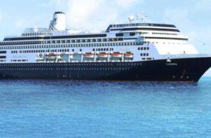 El crucero Zanndam lleva 1,243 pasajeros a bordo.
