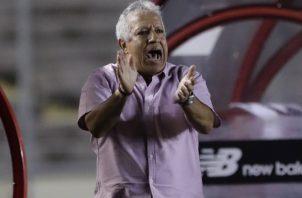 Américo 'Tolo' Gallego es el técnico del seleccionado panameño. Foto:AP