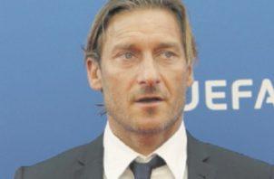 Francesco Totti tratará de brindarles a los jóvenes las oportunidades que él siempre quiso. AP