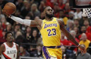 LeBron James de los Lakers. Foto:EFE