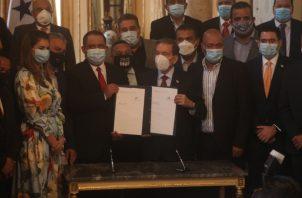 El presidente Cortizo dijo que con esta ley se fortalece la capacidad administrativa de los municipios. Víctor Arosemena.