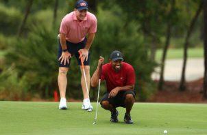 El golfista Tiger Woods y el exmariscal de campo  Peyton Manning. Foto:Twitter:@BleacherReport