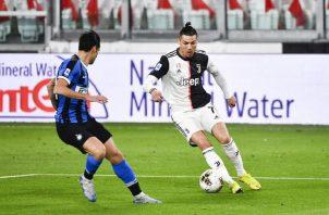 Ronaldo (izq.) de la Juventus. Foto:AP