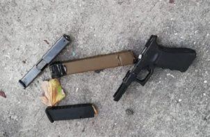Pese a la prohibición, la Policía decomisa muchas armas.