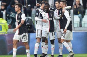 Juventus es líder en el fútbol italiano Foto:AP