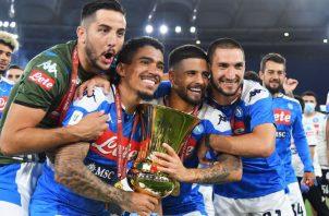Los jugadores del Nápoles festejan su título. Foto:EFE
