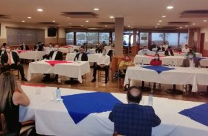 A la reunión no fueron invitados todos los miembros del PRD, pero sí estaba la mayoría del CEN del partido. Twitter PRD.