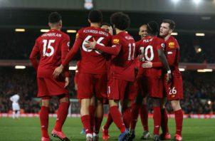 Jugadores del  Liverpool festejan. Foto: Twitter