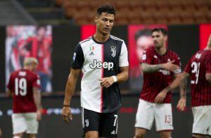Cristiano Ronaldo lamenta la derrota de la Juventus. Foto:EFE