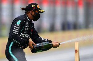 Lewis Hamilton puede empatar esta campaña los siete campeonatos de Fórmula Uno que ganó el alemán Michael Schumacher. EFE