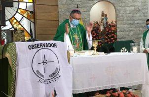 Monseñor José Domingo Ulloa durante la eucaristía realizada ayer domingo.