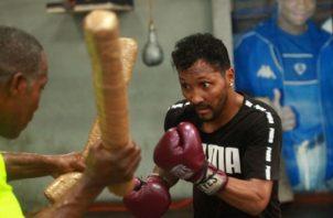"""Anselmo """"Chemito"""" Moreno entrena en busca de su mejor forma física. Foto: Anayansi Gamez"""