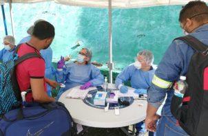 Atención sanitaria antes de ingresar y al salir del proyecto minero en la provincia de Coclé. Cortesía