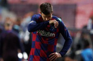 Gerard Piqué del Barcelona llora la goleada del Barcelona ante el Bayern. Foto:EFE