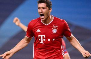 Robert Lewandowski festeja su gol ante el Bayern Munich. Foto:EFE