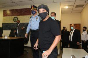 Ronaldinho estuvo detenido seis meses. Foto:EFE