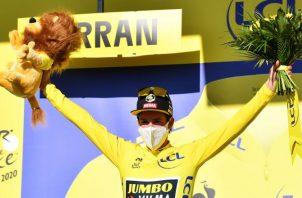 Primoz Roglic se mantiene como líder del Tour de Francia. Foto:EFE