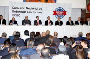 La Comisión de Reformas Electorales está compuesta por una docena de organizaciones, incluyendo los partidos políticos.