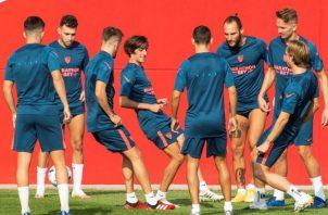Jugadores del Sevilla FC durante el entrenamiento. Foto:EFE