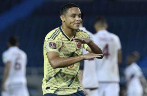 Luis Muriel de Colombia celebra uno de sus goles. Foto:EFE
