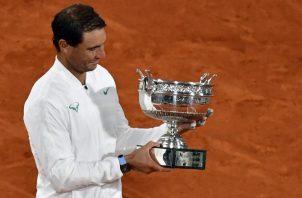 Rafael Nadal festeja su triunfo en el Roland Garros. Foto:EFE
