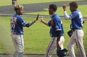 Jugadores de Colón festejan el triunfo ante Coclé. Foto:Fedebeis