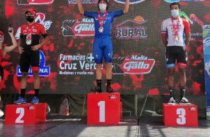 Christopher Jurado de Panamá (der.) quedó en el tercer lugar de la primera etapa de la Vuelta a Guatemala. Foto:Fedebeis