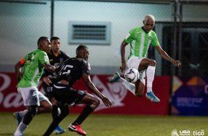 César Medina (izq.), anotó el gol del equipo verde del Alianza. Foto:LPF