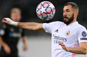 Karim Benzema del Real Madrid contra el balón. Fotto:EFE