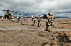 Trasladan ayuda humanitaria en aeronaves del Ejército de Estados Unidos. Mayra Madrid