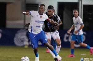 Luis 'Matador' Tejada tuvo un movido primer tiempo con Plaza ante Tauro, pero en el complemento se lesionó y salió del juego. Foto:LPF.