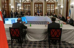 El secretario de Estado de EE.UU., el primer ministro israelí, y el ministro bareiní de Exteriores hablan sobre los acuerdos de paz.