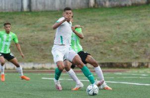 Valentín Pimentel con un pique extraordinario anotó el segundo gol de Costa del Este. Foto:LPF