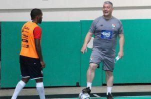 Botana (der.) en los entrenamientos de la selección. Foto:Fepafut